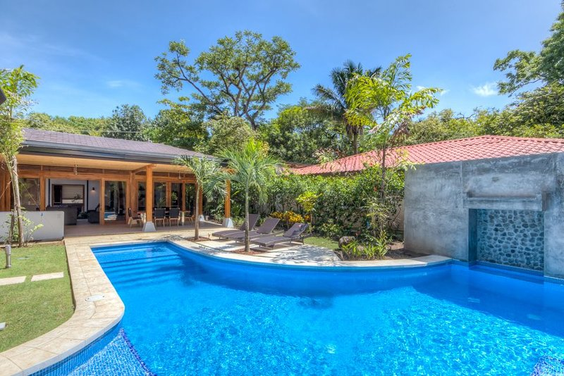 Beautiful oasis with pool in the heart of Playa Guiones! #1, holiday rental in Nosara