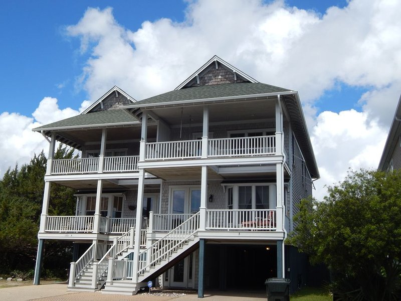 4 bedroom just steps to the beach!, holiday rental in Wrightsville Beach
