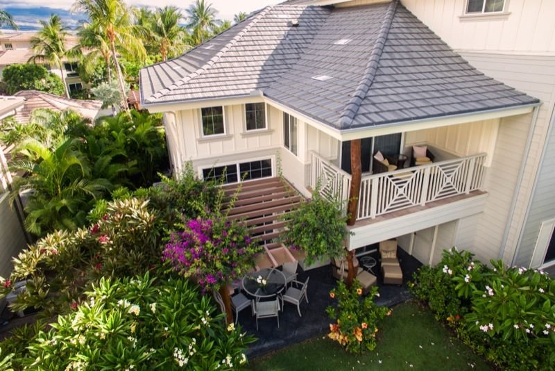 Walk to shops, Restaurants. Pool & BBQ across from this large 3br, vacation rental in Puako