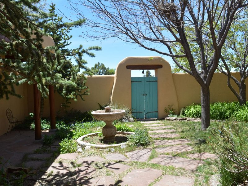 Casa Kachina in Beautiful Los Altos Great Mountain Views, holiday rental in Arroyo Seco