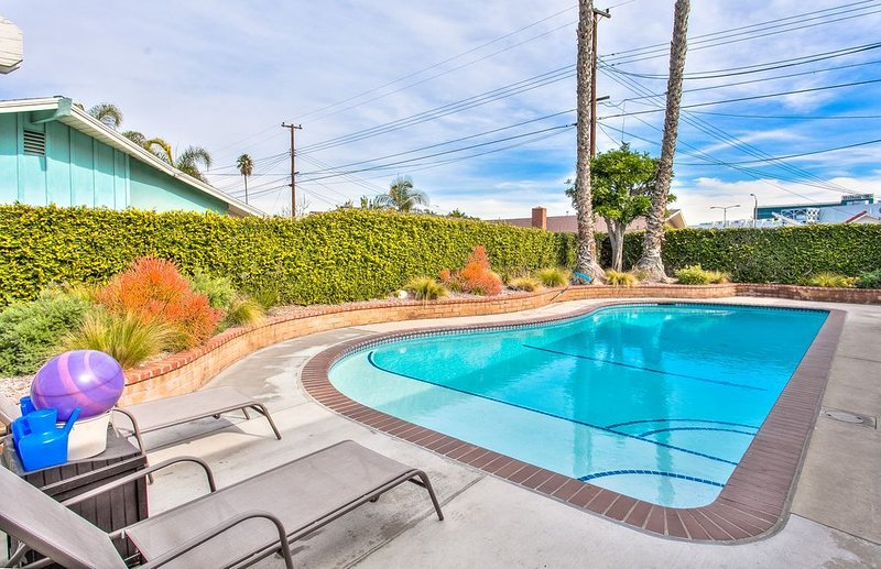 Funtierland + Treasure Island+ Walk to Disney + Private Pool + Game Room, alquiler de vacaciones en Garden Grove