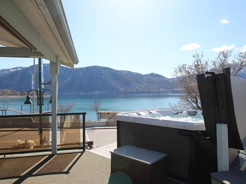 Lakeview home w/ wrap-around deck, easy lake access, private hot tub, and more!, holiday rental in Manson