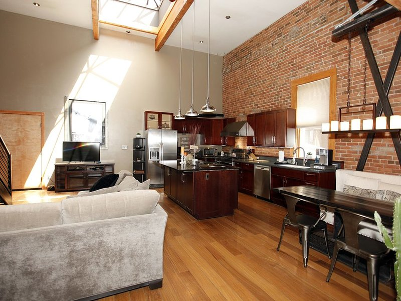 Recently Remodeled Loft - Unbeatable Location - Heart of Downtown Ouray, holiday rental in Ouray