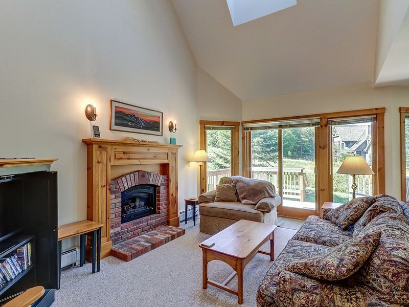 Ski-in/ski-out townhome w/ great views & deluxe, resort amenities, Ferienwohnung in Mansonville