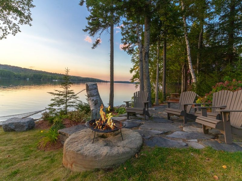 Lakeside lodge with amazing water views, screened porch, dock, & firepit, vacation rental in West Forks