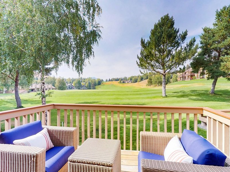 Lovely condo w/golf, shared pool, hot tub, sauna & tennis court, holiday rental in Sun Valley
