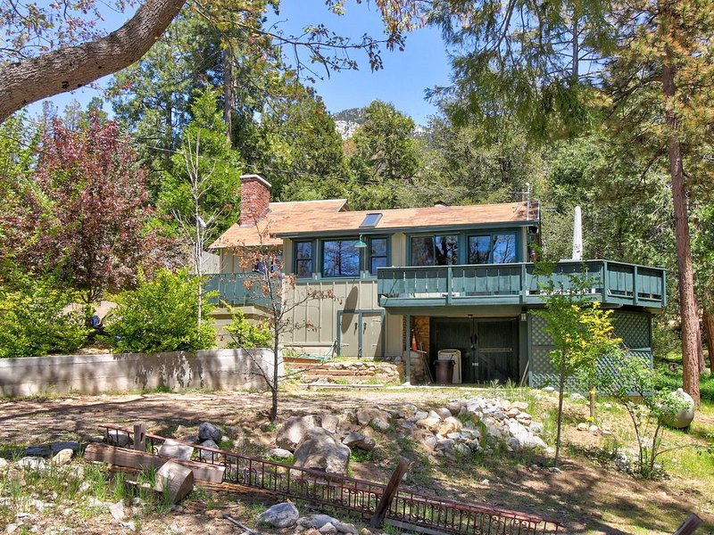 Dog-friendly home w/peaceful location near town & activities, alquiler de vacaciones en Idyllwild