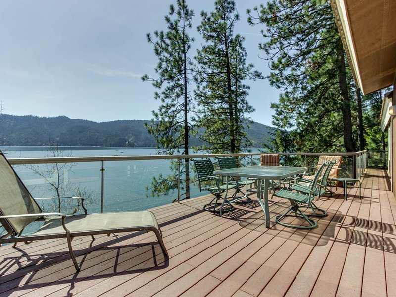 Waterfront retreat w/ dock, boat slip, firepit & amazing views!, holiday rental in Hayden Lake
