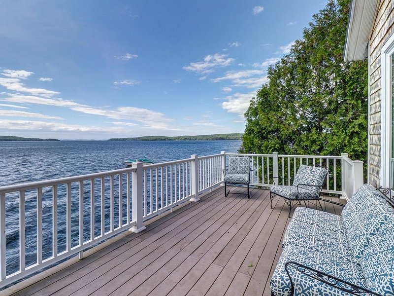 Bayfront home with breathtaking views near town and outdoor attractions!, holiday rental in South Hero
