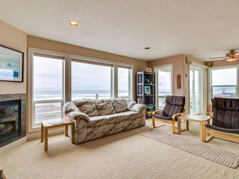 Modern condo with gorgeous views - 1 min walk to beach!, location de vacances à Rockaway Beach