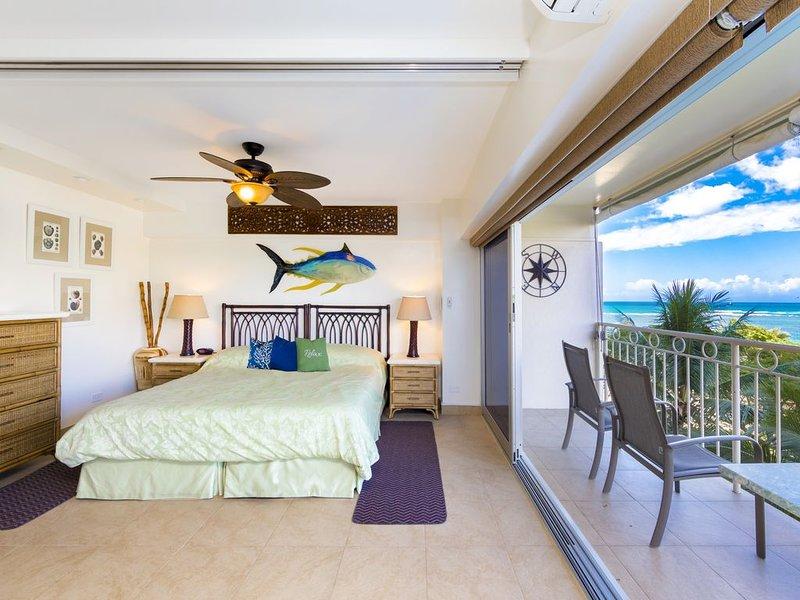 Deluxe 1 bedroom, 1 bathroom with beautiful ocean views at the Waikiki Shore, holiday rental in Honolulu