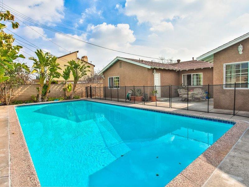 Funtierland +Atlantis+ Walk to Disney + Private Pool and Wifi!, aluguéis de temporada em Anaheim
