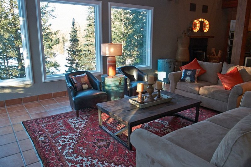 Lakeside Home w/Stunning Views, Private Hot Tub, Game Room, Only 2 Miles to Purg, holiday rental in Durango Mountain