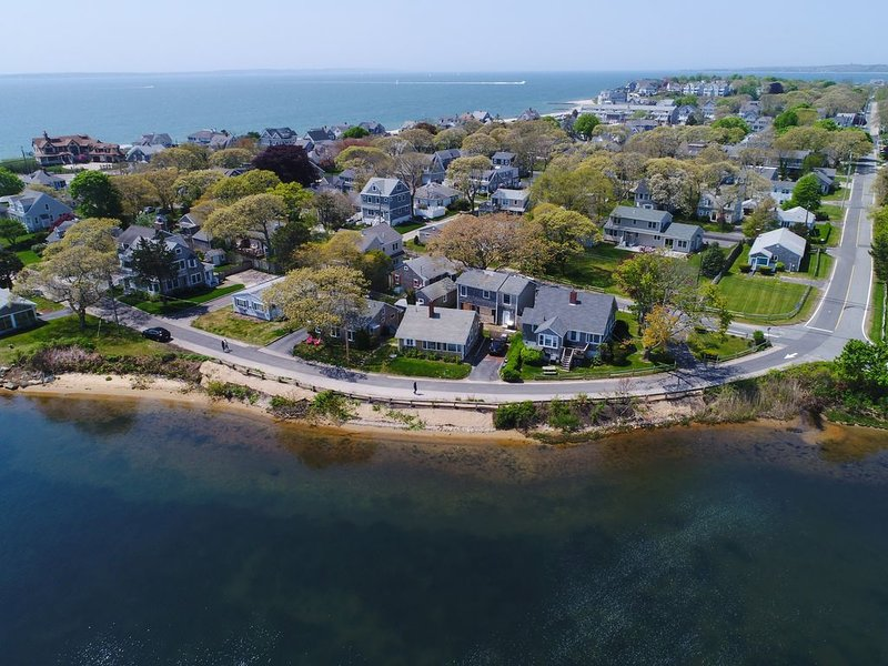 Waterfront home w/lake views-walk to Falmouth Heights Beaches, holiday rental in Falmouth