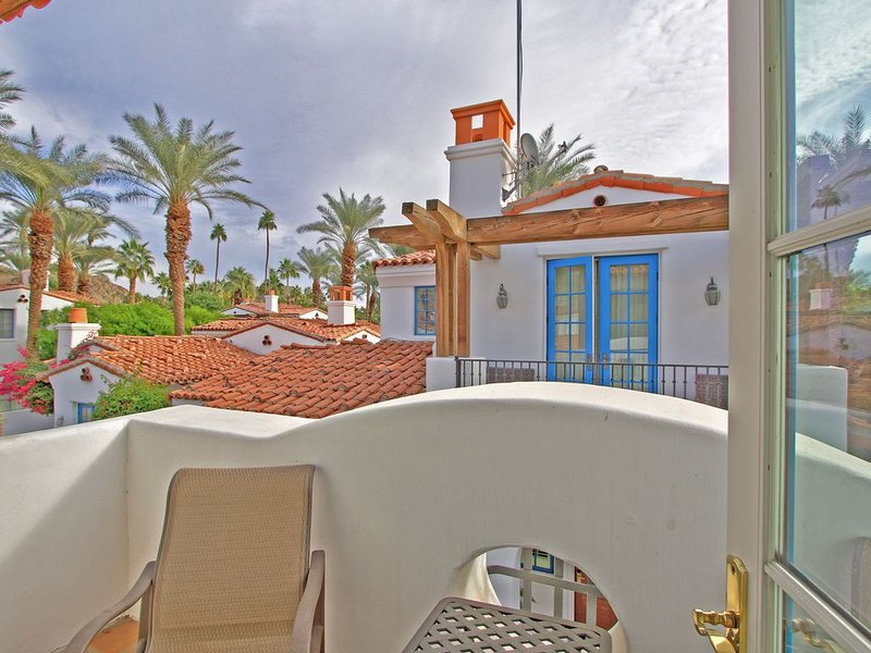 A Secluded Upstairs Spa Villa Studio Suite with a Gorgeous Mountain Views!!!, holiday rental in La Quinta