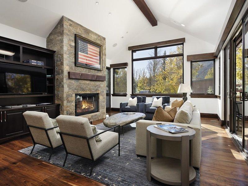 Mountain Contemporary Home With Beautiful Aspen Views, casa vacanza a Meredith