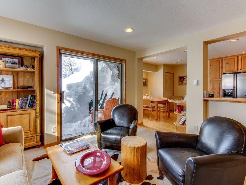 Charming condo with shared Bluff pool,  and hot tub gorgeous mountain views, aluguéis de temporada em Sun Valley