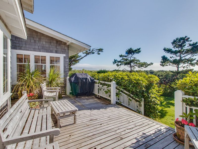 Spacious, waterfront home w/ expansive deck & modern comforts - steps to beach!, holiday rental in Gearhart
