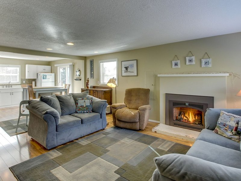 Updated, dog-friendly cottage with outdoor firepit, three blocks from the beach, holiday rental in Gearhart