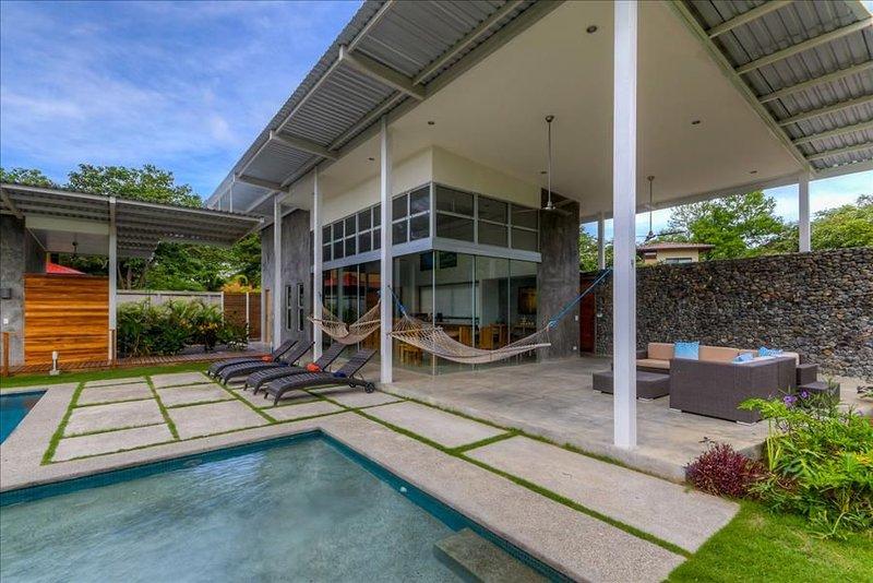 Spacious Modern Home w/pool in gated community, vacation rental in Playa Pelada