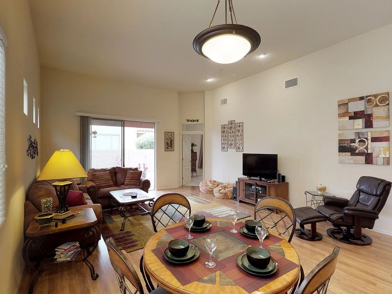 Dog-friendly home w/WiFi, cable & washer dryer - snowbirds welcome!, alquiler de vacaciones en Oro Valley