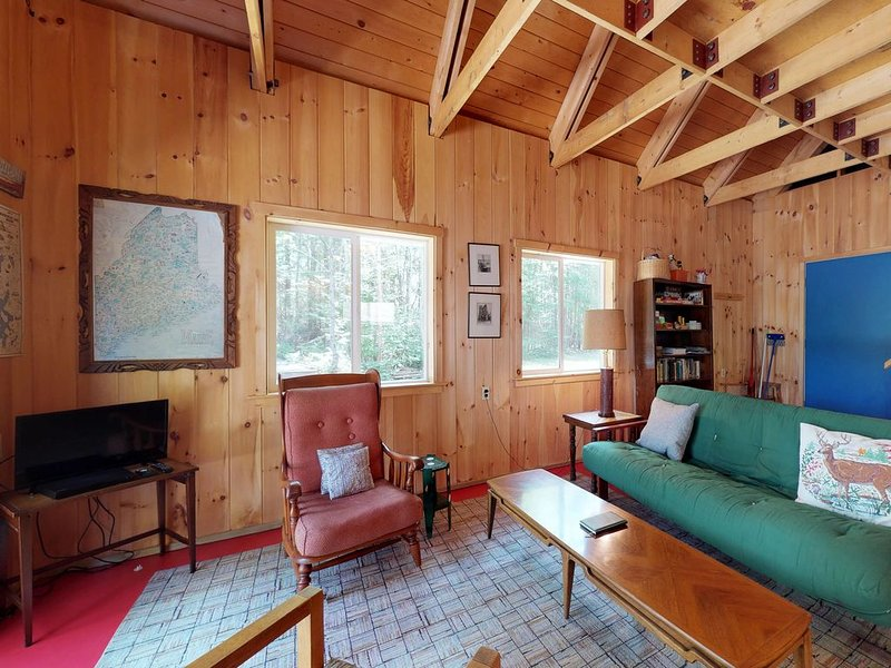 Waterfront home w/ dock access & firepit - close to fishing & hiking - Dogs OK!, holiday rental in Rockwood