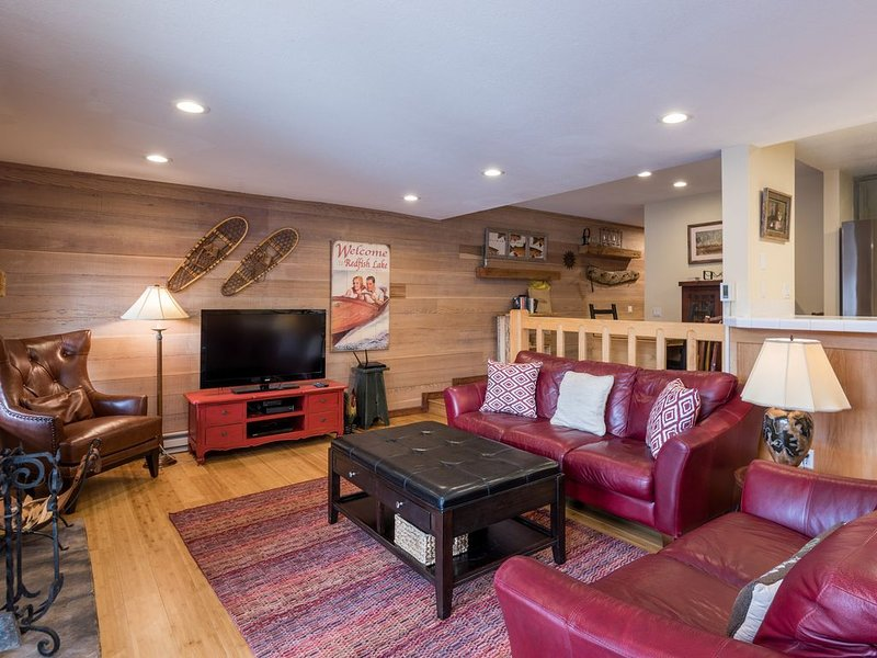 Freshly remodeled, ski-in/ski-out condo w/ a shared pool, hot tub, & clubhouse, aluguéis de temporada em Sun Valley