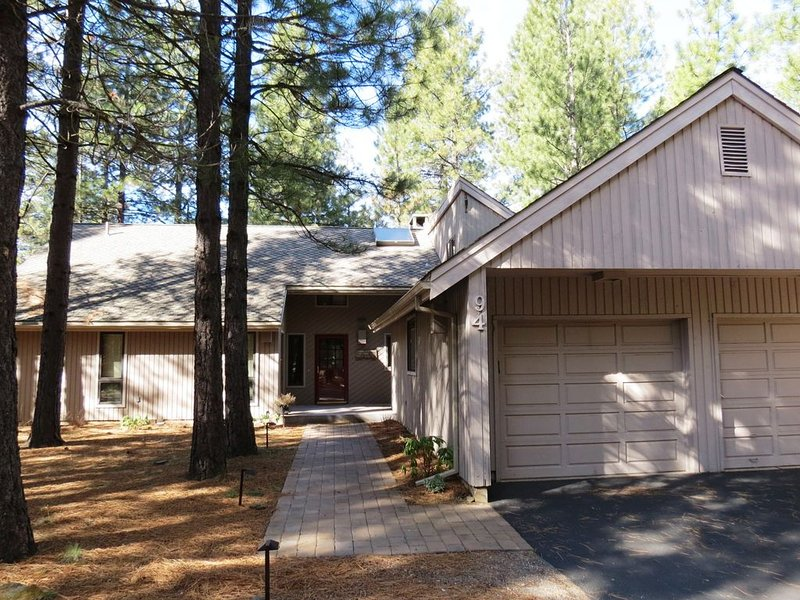 GH#94  Golfers Delight!  Spacious Home, Great for Two Families or Golf Groups, vacation rental in Sisters