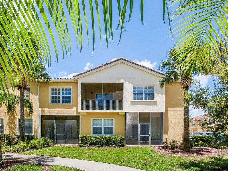 Family and kid-friendly condo w/ shared pool, hot tub, gym - close to Disney, vacation rental in Celebration