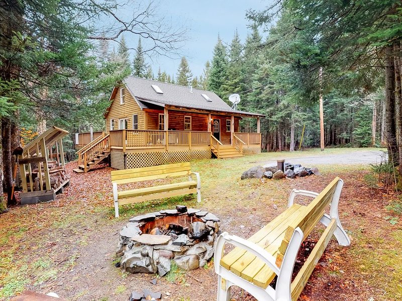 Peaceful, dog-friendly cabin w/ large yard, deck, & firepit - close to the lake, vacation rental in West Forks