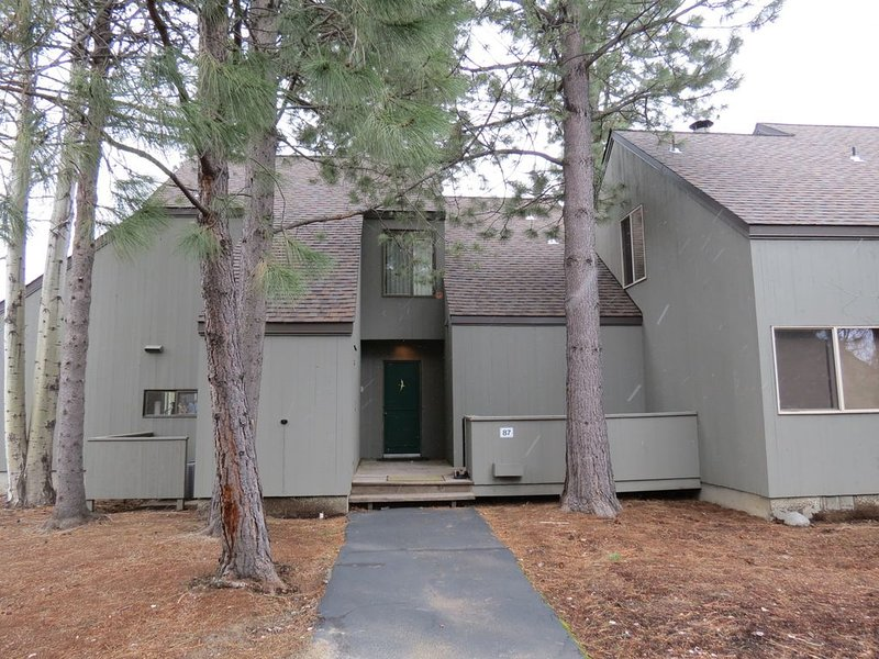 GC#87  Three Bdrm, Three Bath Condo with Golf Course Frontage, Stunning Views, holiday rental in Black Butte Ranch