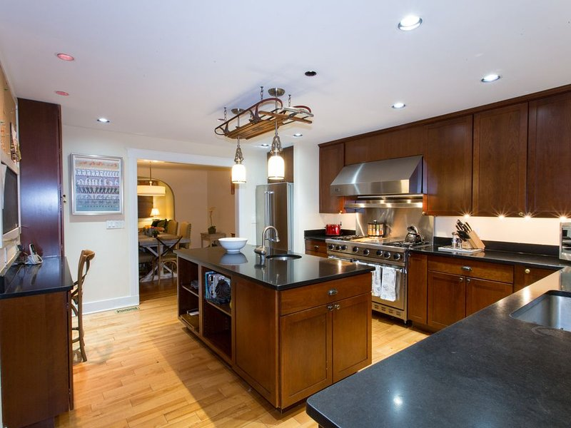 The Kings Court - Downtown 4 BR Gem, One Block to the Naval Academy Gates!, vacation rental in Cape Saint Claire