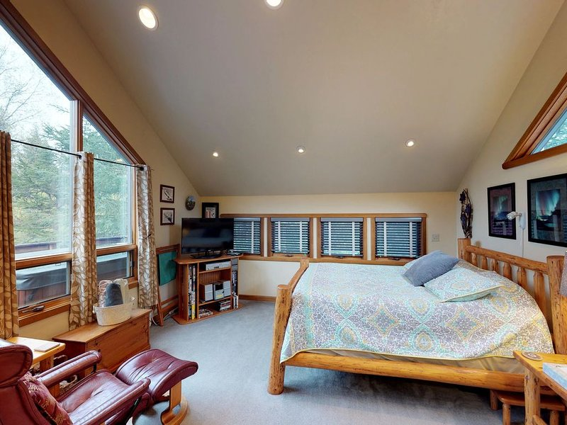 Studio with tranquil glacier views features private hot tub and more, holiday rental in Girdwood