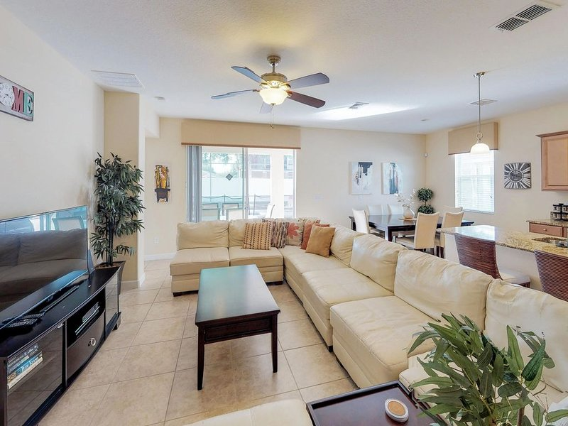 Exclusive West Haven home with tennis, private pool, near theme parks!, holiday rental in ChampionsGate