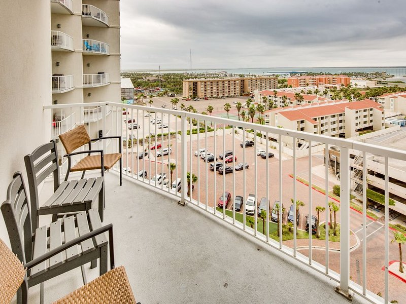 Breathtaking waterfront view from the 9th floor w/ shared pool and hot tub, vacation rental in Port Isabel