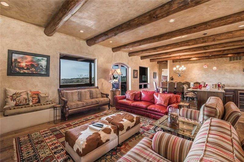 La Punta, 4 Bedrooms, Sleeps 8, Pool Table, Amazing Views, Hot Tub, vacation rental in Alto