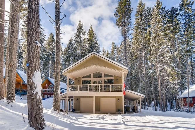 SAVE IN MARCH! High-End Pet-Friendly Hm_Game Rm_Hot Tub_Cvd Deck, vacation rental in Ronald