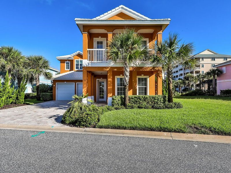 High-end, waterfront home w/ lake view, private pool  plus game room, location de vacances à Palm Coast