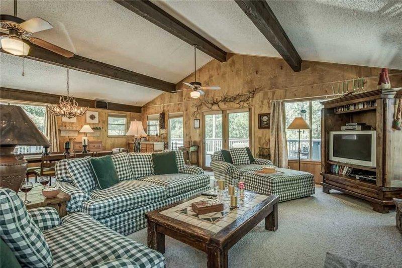 Holly Haven, 5 Bedrooms, Sleeps 10, Ping Pong, WiFi, Fireplace, alquiler de vacaciones en Alto