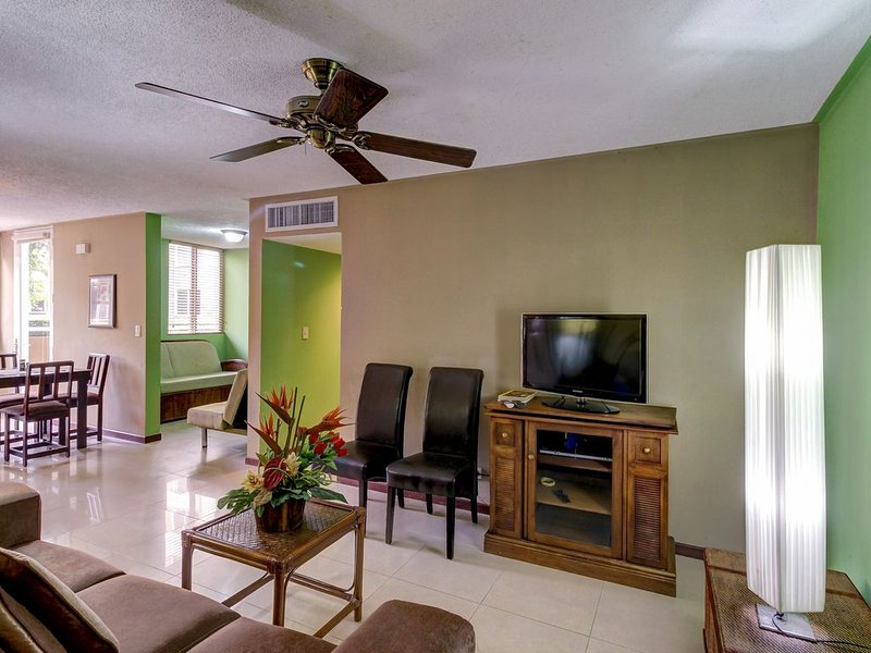 Dog-friendly condo with shared pool and patio - close to the beach!, casa vacanza a Jaco