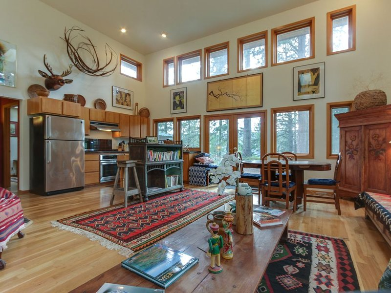 Rustic contemporary in a private forest setting overlooking Lake Coeur d'Alene, holiday rental in Worley