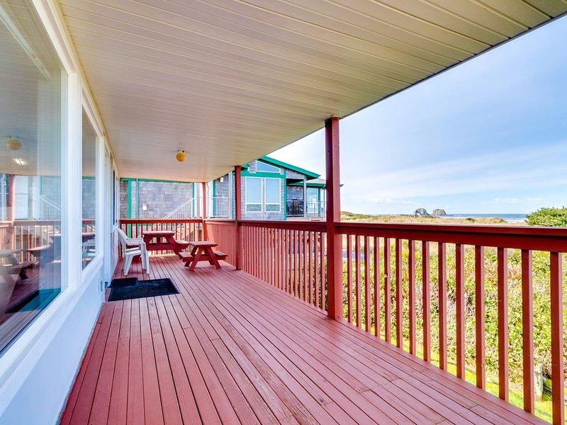 Cozy oceanfront condo with ocean views & easy beach access!, alquiler de vacaciones en Barview