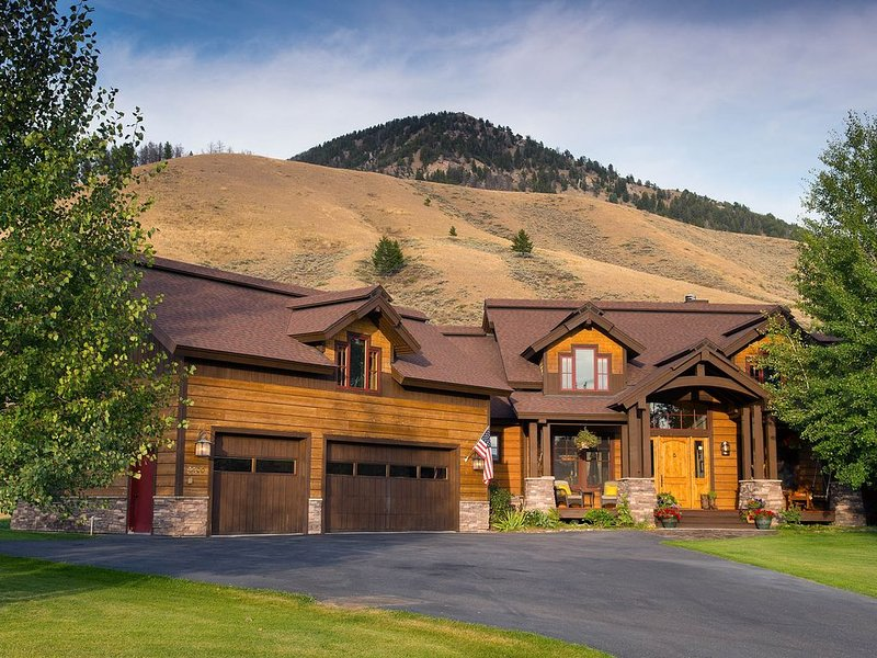 A Cozy, Private Retreat Perfect for Your Winter Ski Vacation! Book Today!, holiday rental in Jackson