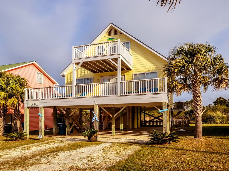 Pet Friendly/Fenced yard! Ready for your Arrival! Sweet Summertime is Here!!!, location de vacances à Gulf Shores