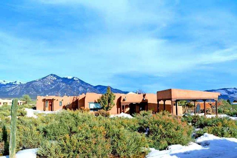 Cantina la Compound - Panoramic Mountain Views Hot Tub - Air Conditioned, casa vacanza a El Prado