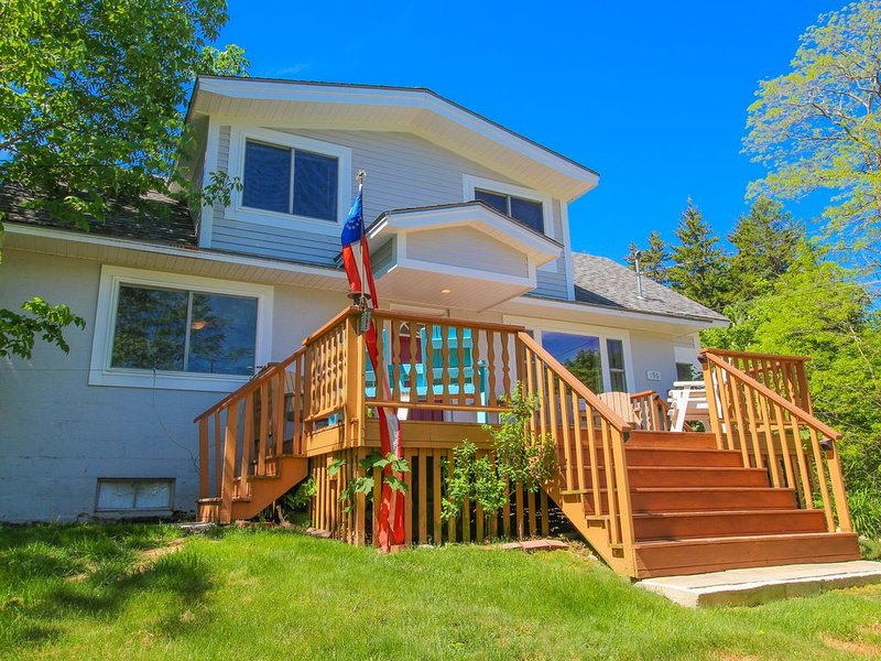 Inviting Home w/Deck, Picnic Area, & Foosball Table - close to Acadia & more!, vacation rental in Seal Harbor