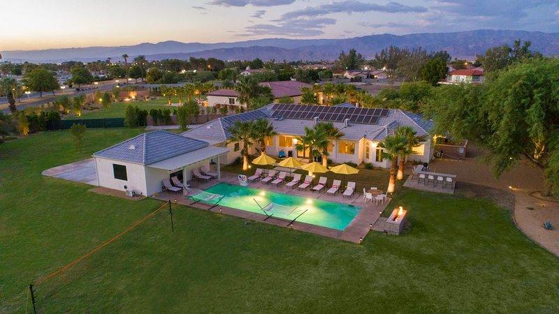 Strut 71 - Professionally Managed Estate, Volleyball, Fire Pit, Billiards!, alquiler de vacaciones en Indio