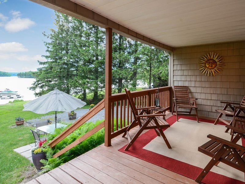 Family-friendly, lakefront home w/ dock, deck, & views - dogs welcome, too!, holiday rental in Swanton