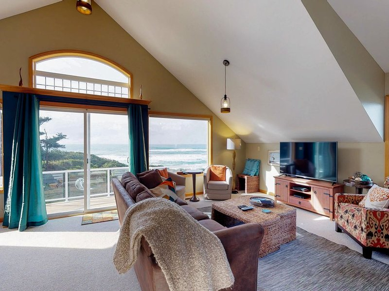 Dog-friendly oceanfront home w/hot tub, amazing views & easy beach/trail access!, location de vacances à Yachats