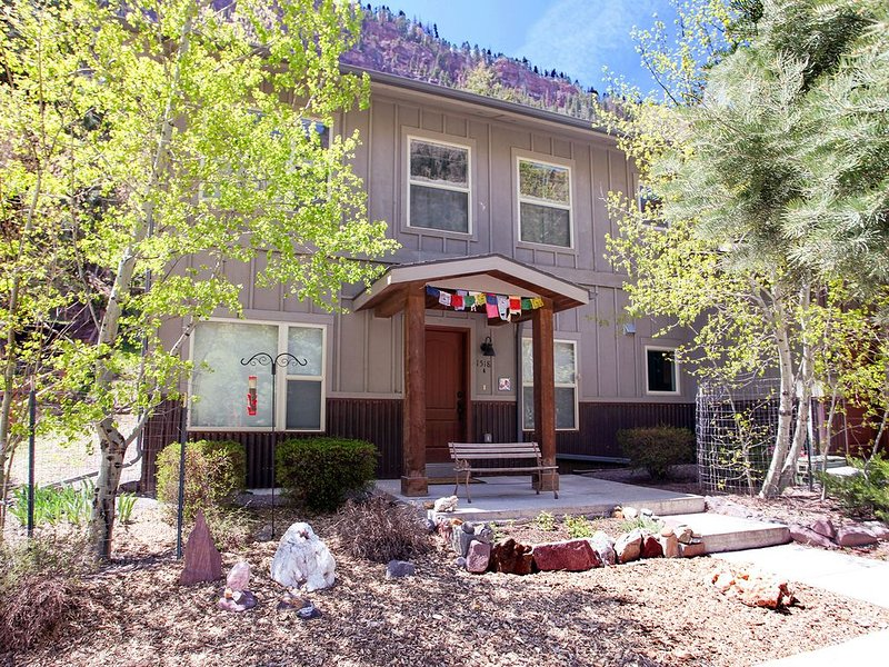 Single Level Condo - Across from the River - Short Distance to Downtown, holiday rental in Ouray